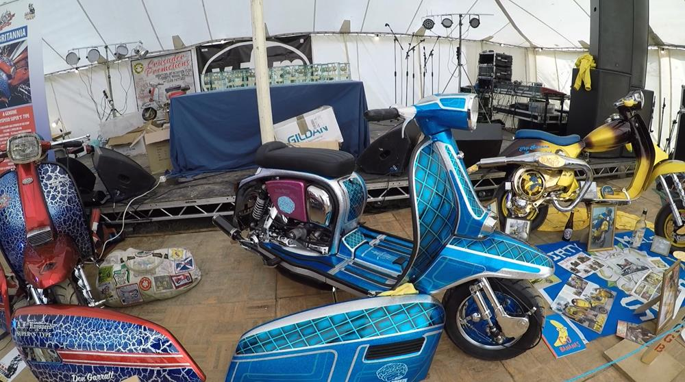 Brain Freeze blue custom Lambretta