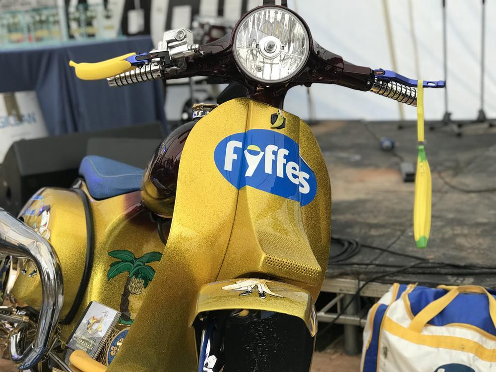 Top Banana Re-Peeled custom Vespa
