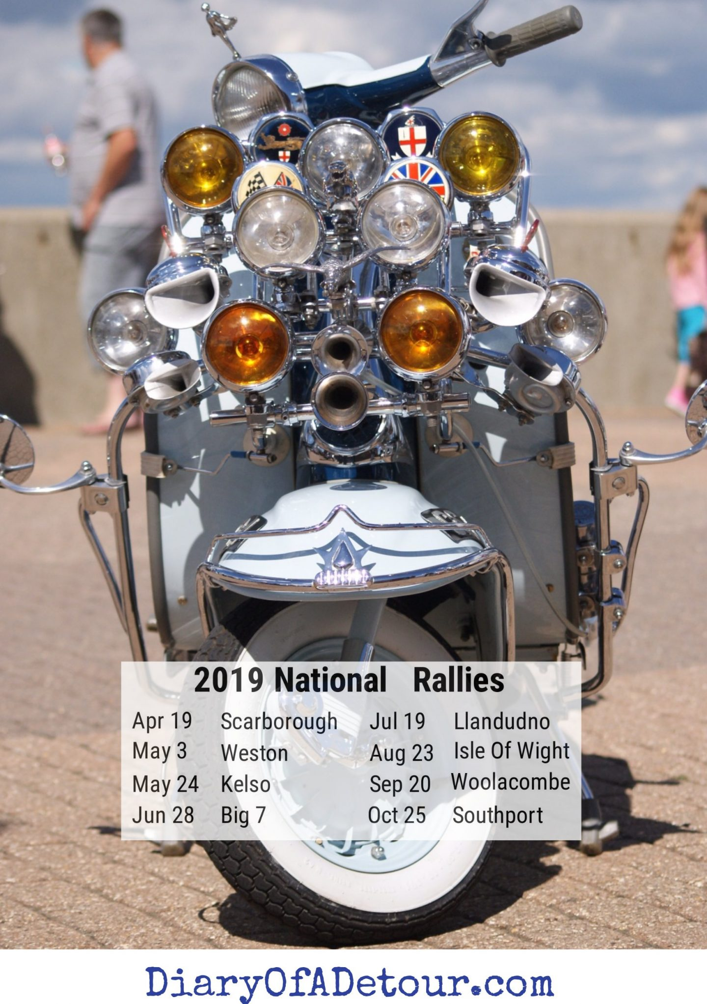 Free mod wallpaper featuring a Lambretta from the 2010 Isle of Wight scooter rally pictured on Ryde esplanade