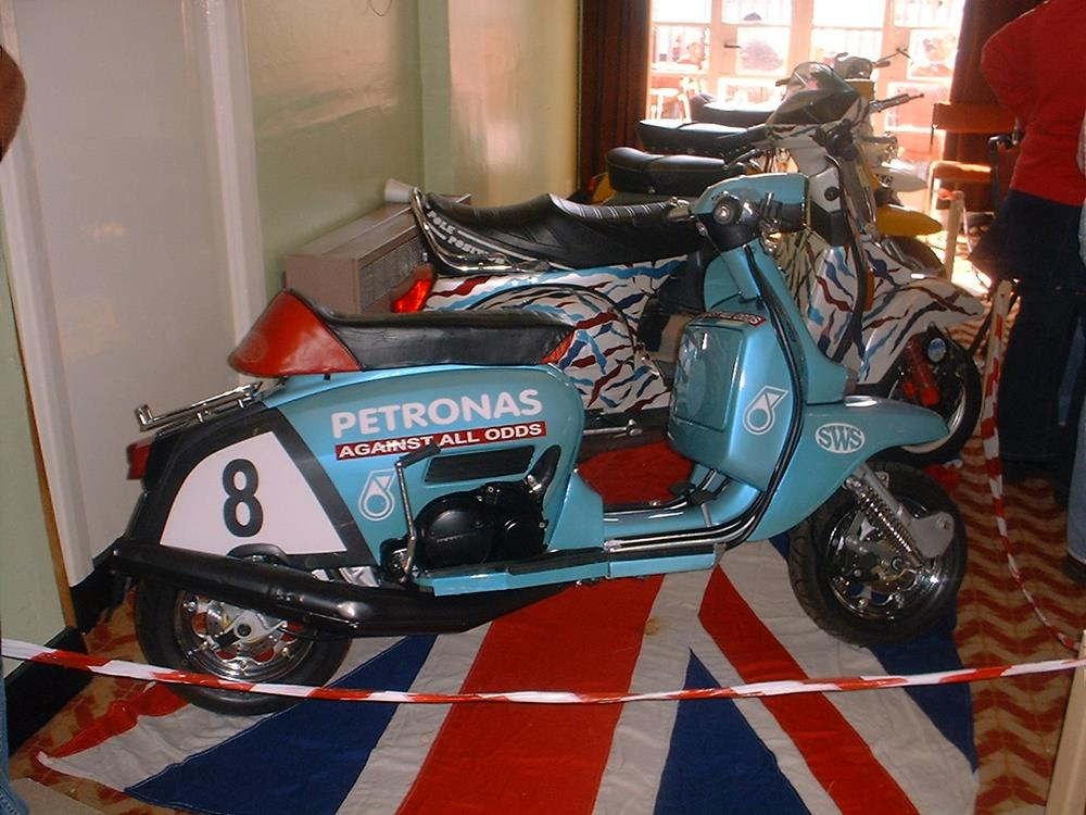 Petronas street-style Lambretta