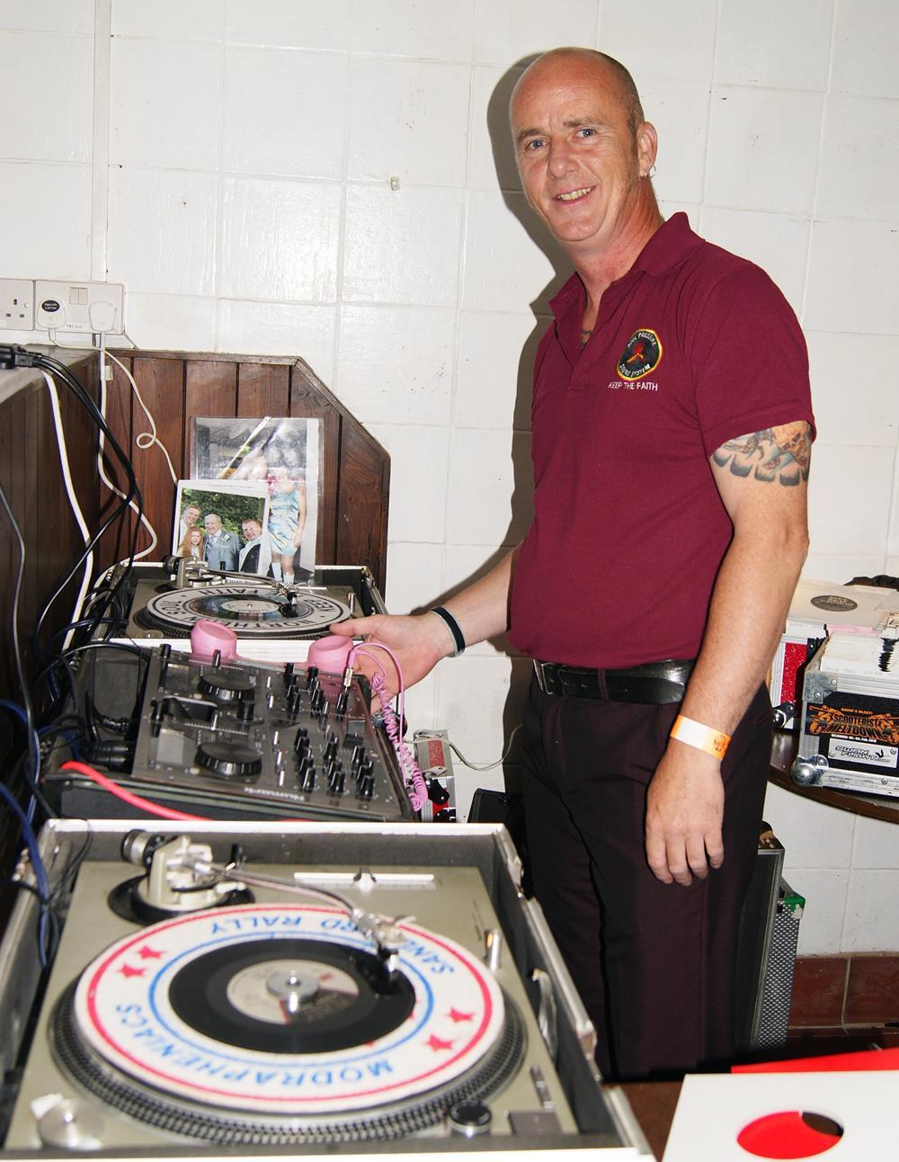 Terry Hendrick DJ