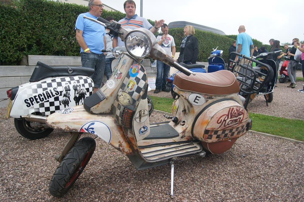 Rusty Vespa with Lambretta front mudguard at the Woolacombe scooter rally