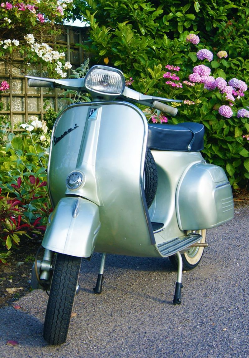 Vespa 150 sprint in grey or green helicopter paint