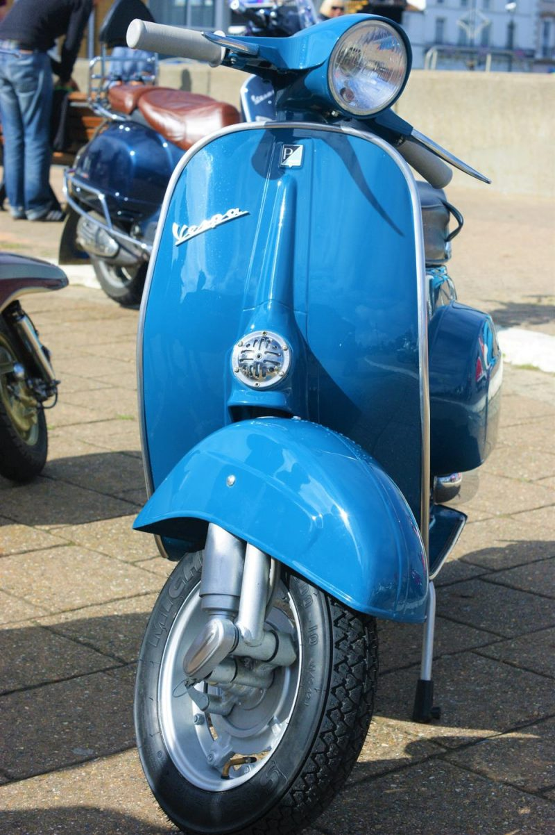 Blue vespa smallframe